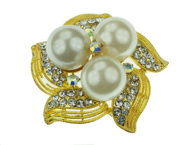 Gilt Triple Pearl Leaf Brooch